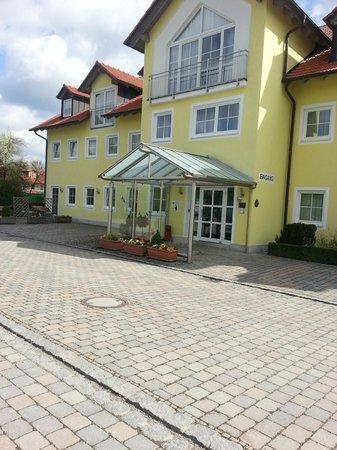 Hotel Nummerhof: Вход в отель
