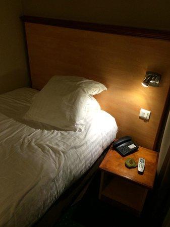 Kyriad Nice Gare : Bed
