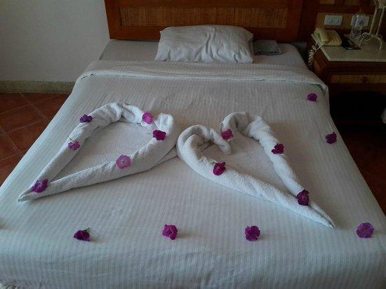 Laguna Vista Beach Resort: towels for Birthday party