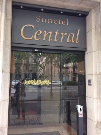 Sunotel Central: Фасад