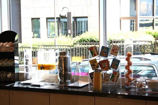 Aloft Brussels Schuman Hotel : Breakfast area