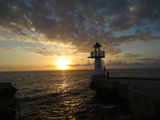 One Love Bus Bar Crawl: Beautiful sunset at Negril Escape