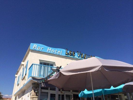 Restaurant Brasserie Les Vagues : Façade bleue sympa