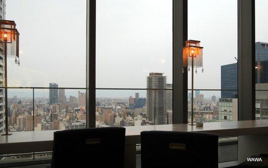 Harmonie Embrassee Osaka: アルモニーアンブラッセ大阪 メイン宴会場隣接の専用バー&ロビー