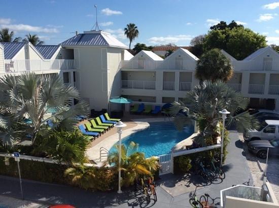 Silver Palms Inn : Fint hotell og basseng område