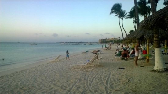 Holiday Inn Resort Aruba - Beach Resort & Casino: A view from on the beach