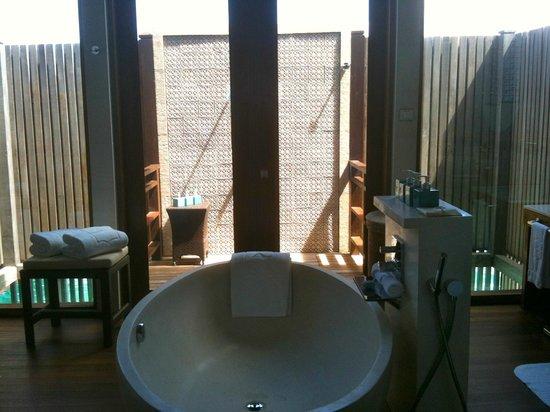 Shangri-La's Villingili Resort and Spa Maldives: bathroom