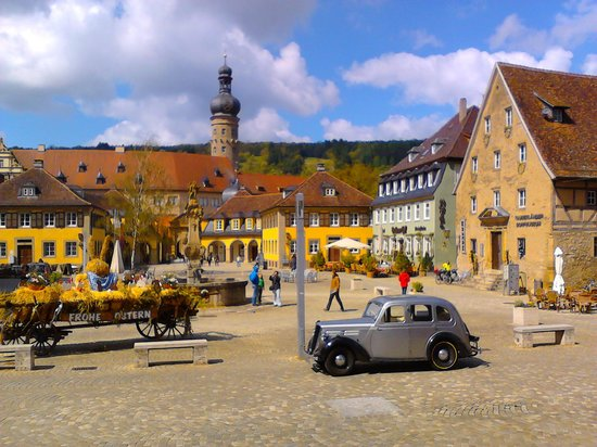Schloss Weikersheim: main square in front of castle