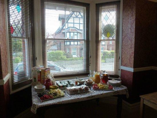Hilton House B & B: the lovely breakfast feast!