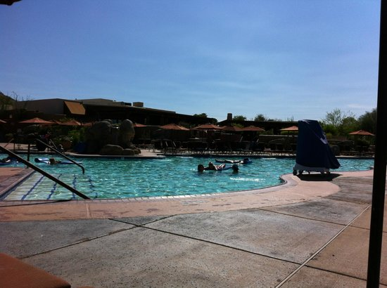 Scottsdale Camelback Resort : Beautiful and enormous pool!