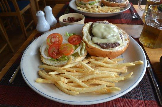 Dalat Train Cafe: ブルーチーズバーガー