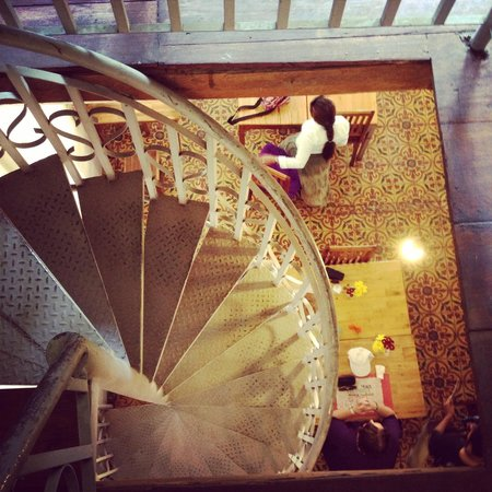 Sister Srey Cafe : Unique spiral staircase...a must climb
