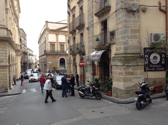 Affittacamere La Piazzetta: via vespri angolo piazza municipio