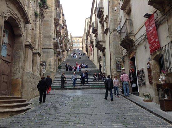 Affittacamere La Piazzetta: scalinata ss. maria Del Monte