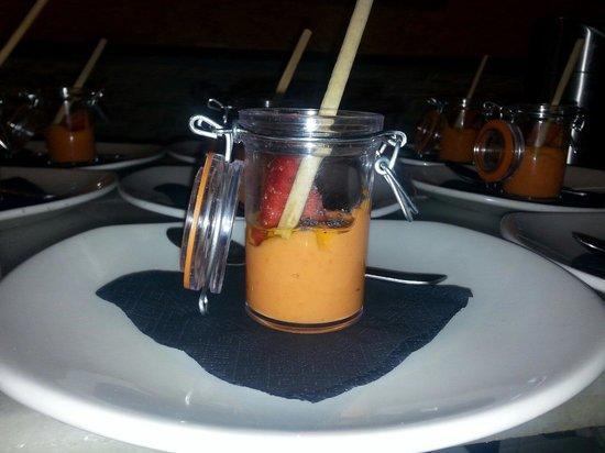 Taberna Hita: Aperitivo de salmorejo con fresas