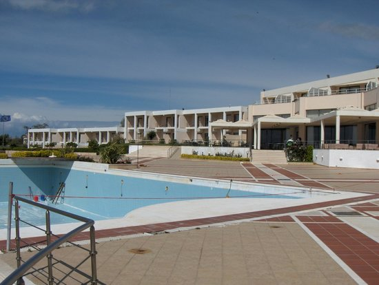 Ramada Plaza Thraki : No beach, but nice pool