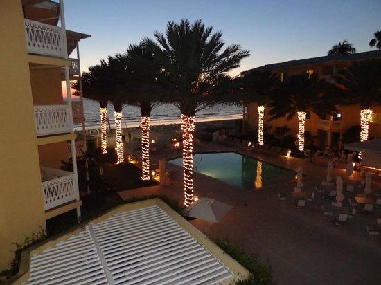 Edgewater Beach Hotel: Vista pileta de niños y playa