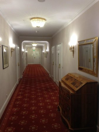Steigenberger Parkhotel Duesseldorf : Coridor