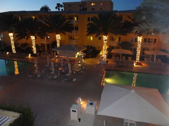 Edgewater Beach Hotel: Bar y pileta adutos