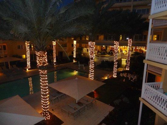 Edgewater Beach Hotel : Vista lobby y pileta adultos