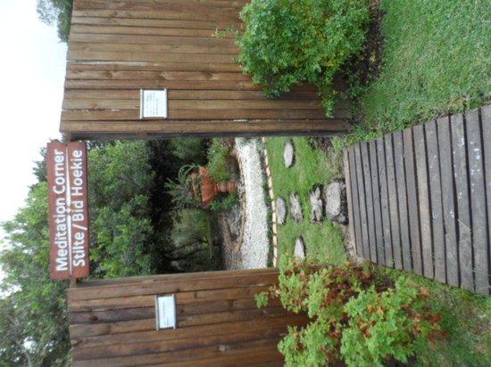 Forest Edge Nature-lovers' Retreat : meditation area.