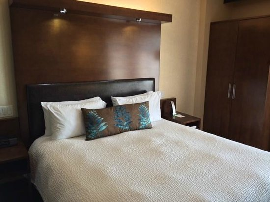 SpringHill Suites Denver Downtown: Large comfy bed