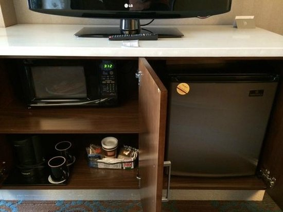 SpringHill Suites Denver Downtown : Mini-fridge and microwave