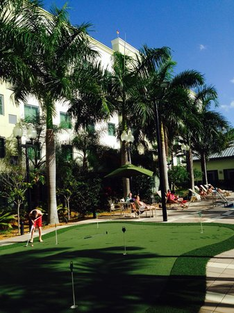 Homewood Suites by Hilton Orlando Airport: Court yard in pool area