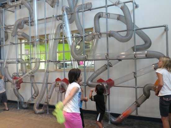 Children's Museum of Phoenix: Huge woosh machine. Kids enjoy this so much there are chairs nearby for parents!