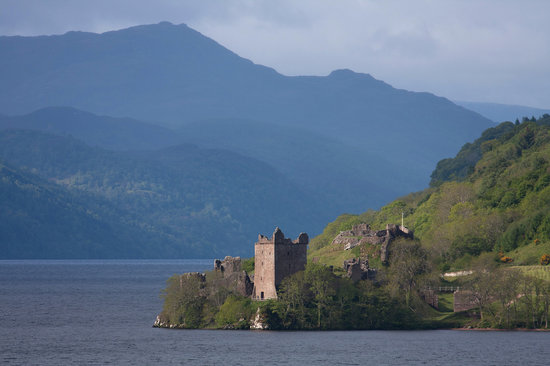 The Braighe Bed and Breakfast: Loch Ness not far from The Braighe