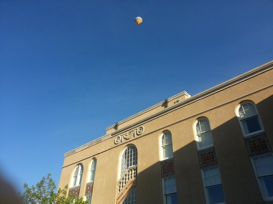 Hotel Parq Central: The back of the Hotel with Balloon overhead