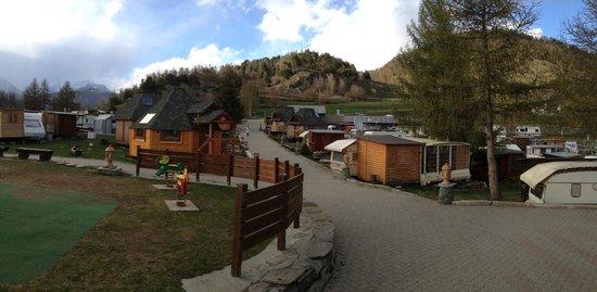 Dalai Lama Village: panoramica camping