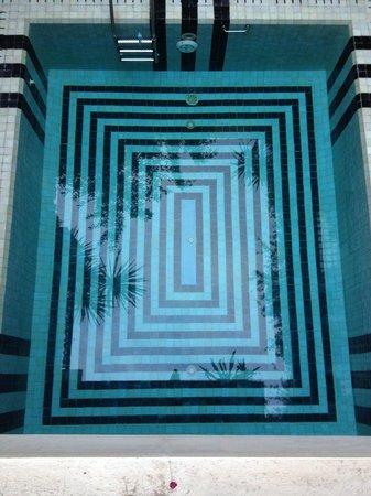 Riad Malika: palmiers dans la piscine