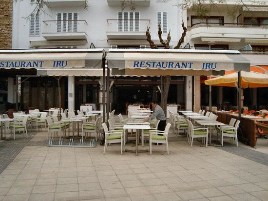 Iru Restaurant: IRU at the beach