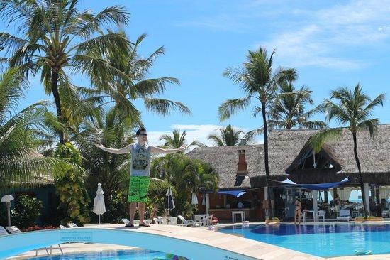 Mar Paraiso Resort: Ponte para atravessar a Piscina