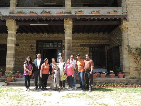 Khazanchand Mansion: Group photo with Mrs Rekhaben Bhatt.