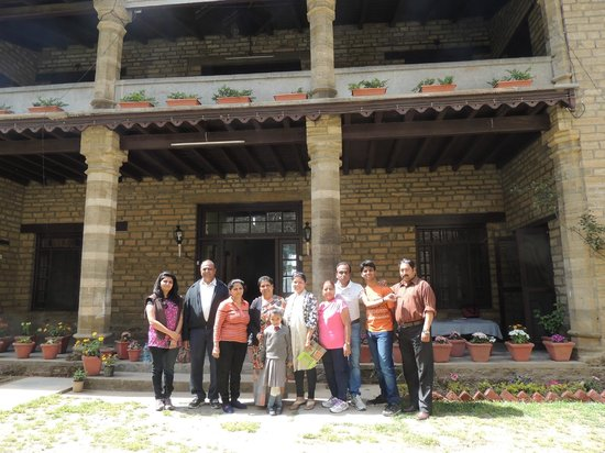 Khazanchand Mansion: Group photo with owner & manager