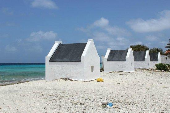 Achie Tours & Transport: Slave Huts
