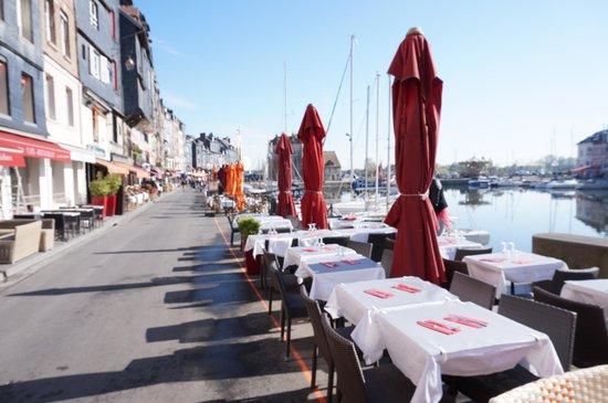 Le Vieux Bassin : いい眺めのテラス席!