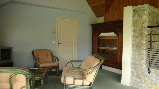 Auberge de Keralloret : petit salon à dispo