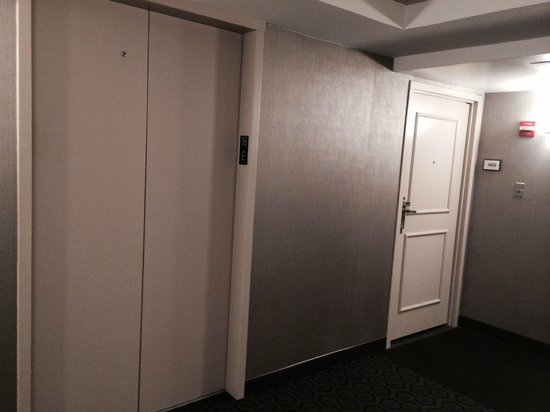 Sheraton New Orleans Hotel : My room right next to the elevator :-(