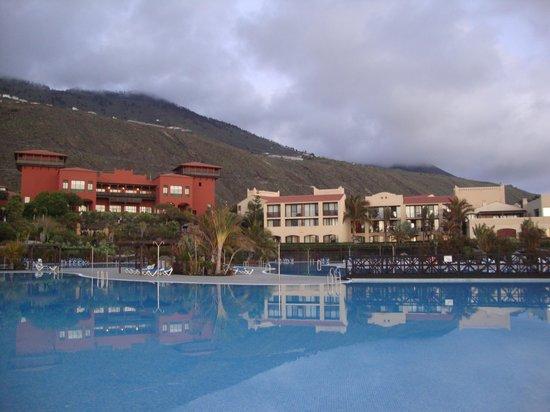 La Palma Princess & Teneguia Princess: zicht op hotel vanaf zwembaden