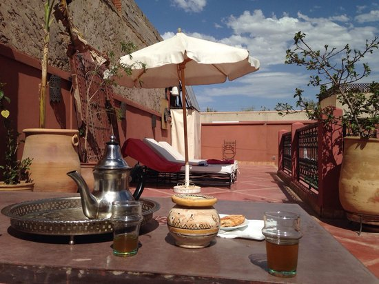Riad Alnadine: Tea on the roof top
