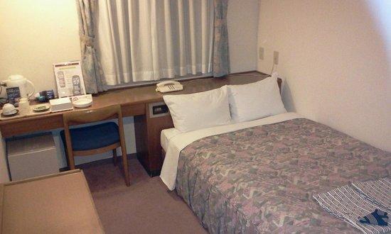 Toyohashi Green Hotel: 大きな部屋に大きなベッド