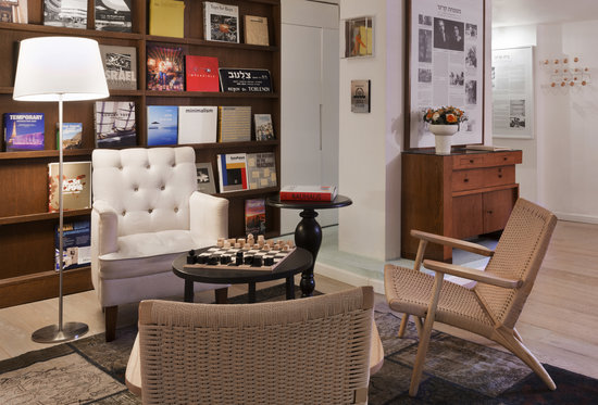 The Rothschild 71: Lobby