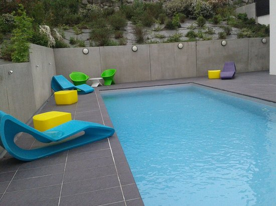 Ibis Styles Toulouse Cite Espace Hotel: Piscina muy moderna