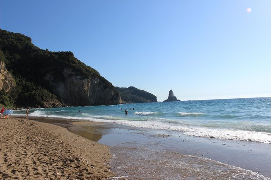Dina's Paradise Hotel & Apartments: Agios Gordis Beach