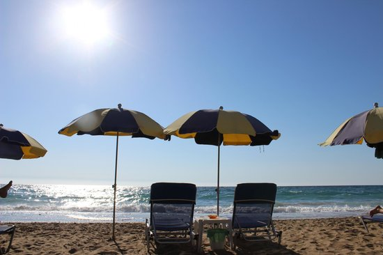 Dina's Paradise Hotel & Apartments: Joyce's patch on Agios Gordis beach