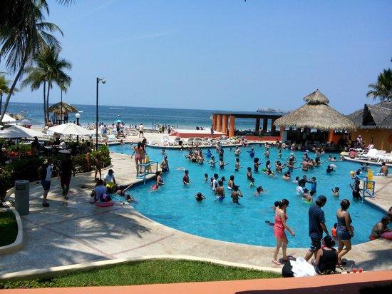 Inter-Continental Presidente Ixtapa: Vista Alberca y playa