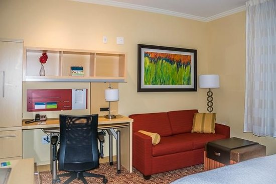 TownePlace Suites Bowling Green : Desk area